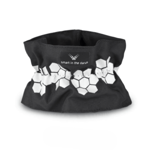 Designed wrinkled arm reflector like a accessory to put on your arm. In color black with a pattern simliar cloudberries