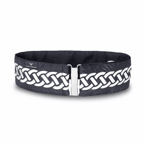 Designed reflective belt to put on outside the jacket. Metal buckle on the front. Black with a lominous pattern of braid.